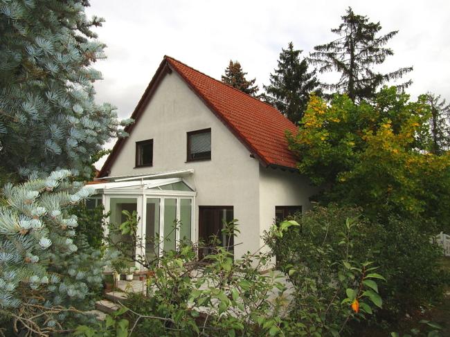 grosszuegiges-einfamilienhaus-ueber-200qm-wohn-und-nutzflaeche-mit-gepflegten-pool-in-attraktiver-lage